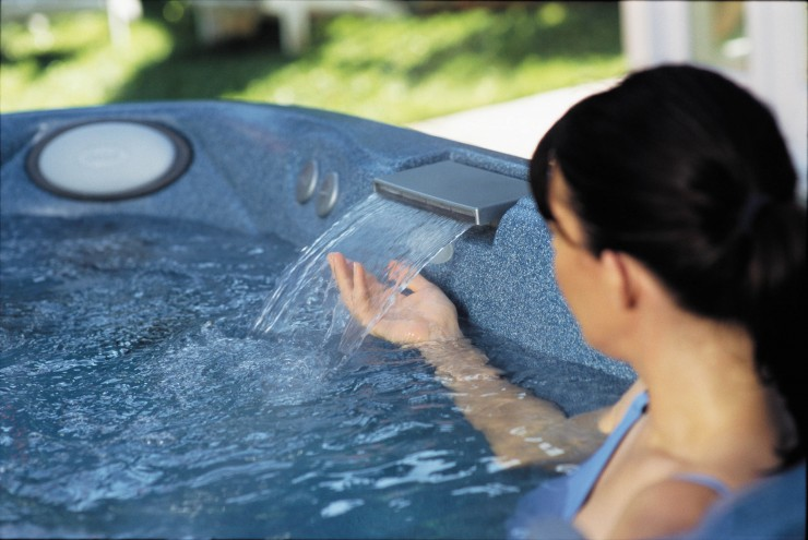 Jacuzzi with water feature