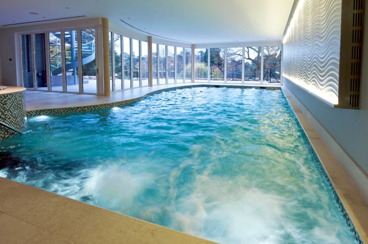 Indoor pool spa jets