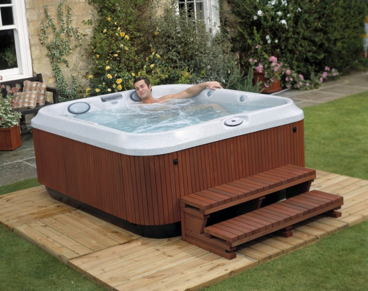 Jacuzzi wood effect